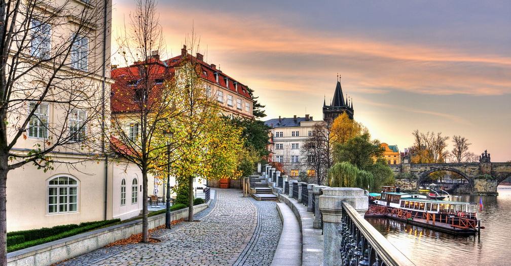 Когда лучше ехать в Прагу: осень