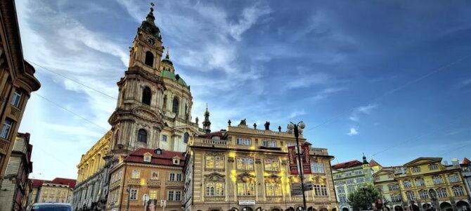 Церковь святого Николая на Малостранской площади в Праге